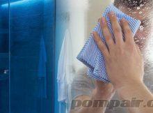 Membersihakan kaca kamar mandi berjamur kusam pudar buram